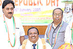 Eeducationist Dr. Wooday P. Krishna felicitating former Judge of Karnataka High Court Justice H. N. Nagamohan Das on the occasion of Republic Day organized by Seshadripuram Group of Institutions, 2015.