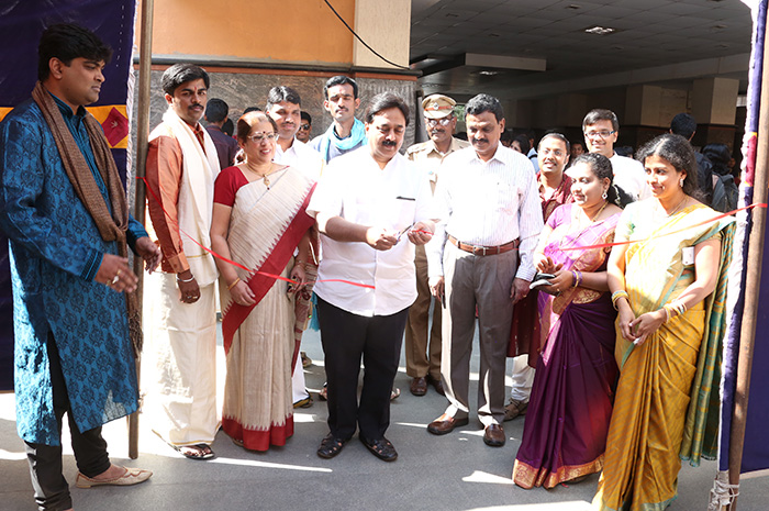 Educationist Dr. Wooday P. Krishna inaugurating Exhibition organised in connection with Entrepreneurs Day by Seshadripuram College, Bengaluru, 2015.